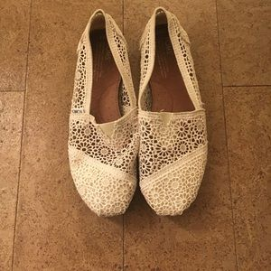 Cream Lace TOMS Size 8.5